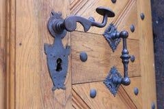 Декоративный металл регулирует на входных дверях стоковые фотографии rf