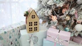 Декоративный дом картона с окнами Подарки на Новый Год акции видеоматериалы