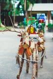 Декоративный северный олень Санты сделанный деревянных журналов и ветвей Принципиальная схема рождества Стоковые Фотографии RF