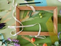 Декоративный состав осени плодоовощей, оформления, зеленых цветов и рамки Стоковые Изображения RF