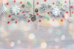 Декоративный состав рождества на деревянном свете предпосылки Стоковые Изображения