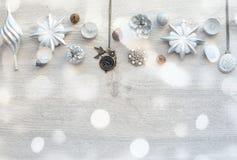 Декоративный состав рождества на деревянном свете предпосылки Стоковая Фотография
