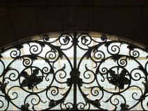 Декоративный старый спиральный нанесённый ironwork стоковые изображения