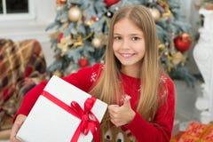 декор праздничный покупки xmas онлайн Праздник семьи счастливое Новый Год Зима За утро до Xmas балерина немногая стоковая фотография rf
