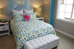 декор спальни моложавый Стоковое фото RF