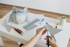 Делать бумажную голову волка, origami Стоковые Изображения RF