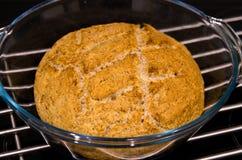 Делать из домодельного круглого хлеба Стоковое фото RF