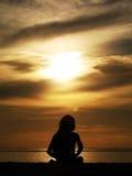 делать йогу женщины Индонесии Стоковые Изображения RF