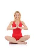 делать йогу женщины представления раздумья пригодности Стоковые Фото