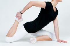 делать йогу женщины тренировок стоковые изображения rf