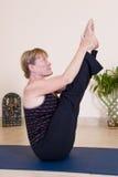 делать йогу повелительницы возмужалую Стоковое Фото