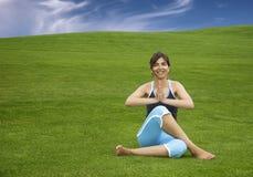 делать йогу Стоковое Фото