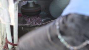 Делать конфету хлопка с машиной приведенной в действие ногой видеоматериал