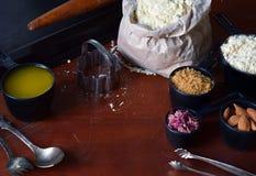 Делать печенья печений нута с миндалинами и лепестками розы чая Традиционные восточные помадки Клейковина освобождает Зерно освоб стоковое фото rf