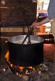 Делать традиционный сыр в Румынии Стоковое Изображение RF