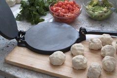 Делающ Tortillas дома Стоковая Фотография