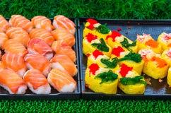 Деликатес кренов суш японский Японская традиционная еда от риса и рыб или продукта моря, Таиланда, Азии стоковое изображение