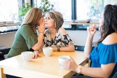 Делить секрет на кафе Стоковое Изображение RF