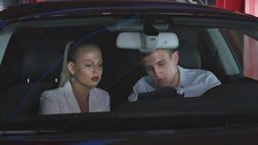 Деловая встреча в автомобиле видеоматериал