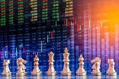 Деловая игра на цифровой фондовой бирже финансовой и backgr шахмат Стоковое фото RF