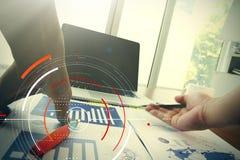 Деловые документы на таблице офиса с умным телефоном и цифровое Стоковые Фото