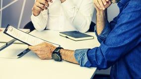 Дело, встреча, люди, офис, бизнесмен, hr, стол, работа, концепция сыгранности стоковое изображение rf