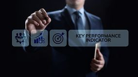 Дело индикатора ключевой производительности KPI и концепция анализа отраслевой структуры на экране стоковая фотография rf