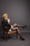 дело кресла сидит женщина костюма Стоковое Фото