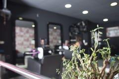 Дело предпосылки салона парикмахера реальное Изображение Defocus Стоковые Фотографии RF