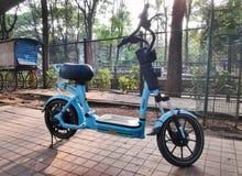 Делят электрический велосипед в Бангалоре, Индии стоковые фотографии rf