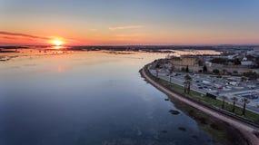 дел Восхитительный восход солнца над старым городком Faro Португалии Стоковые Изображения