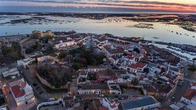 дел Восхитительный восход солнца над старым городком Faro Португалии Стоковое Изображение RF