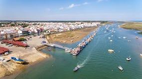 дел Порт, пристань кораблей рыбной ловли Взгляд от неба, Cabanas Tavira Стоковое Изображение