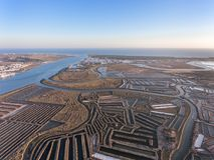 дел Текстурированные поля болотистых озер соли Vila реальное Santo Антонио стоковое изображение rf