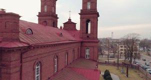 дел Трутень раскрывать снял церковь ` s St Peter и Пола в Panevezys После полудня весны в Литве акции видеоматериалы