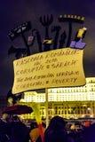 Демонстранты во время противокоррупционного протеста перед румынским зданием парламента в Бухаресте Стоковые Фотографии RF