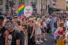 Демонстранты на гей-параде 2018 Парижа стоковые изображения