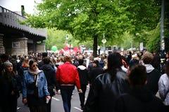 Демонстрация Берлин Kreuzberg 1-ое мая Стоковые Изображения