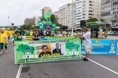 Демонстрация против правительства в Copacabana, Рио-де-Жанейро стоковые фотографии rf