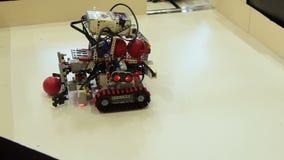 Демонстрация сборника робота видеоматериал
