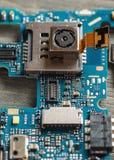 Демонтированные части конца-вверх сотового телефона сняли стоковая фотография rf