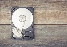 Демонтированный жесткий диск на таблице Стоковое Фото