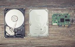Демонтированный жесткий диск на таблице Стоковые Фото