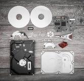 Демонтированный жесткий диск на таблице Стоковые Изображения