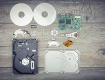 Демонтированный жесткий диск на таблице Стоковое Изображение RF
