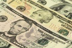 Деноминации в 5, 10, предпосылка 100 долларов Стоковые Изображения RF