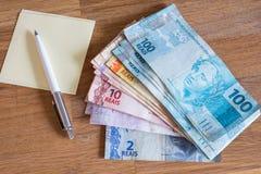 Деньги Бразилии/reais/концепция семейного бюджета Стоковое фото RF