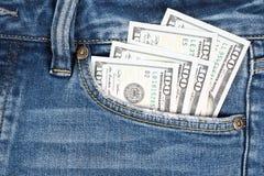 Деньги в карманн голубого демикотона 100 долларовых банкнот в демикотоне p Стоковая Фотография