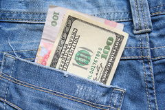 Деньги в карманн джинсов Стоковая Фотография RF