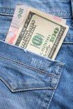 Деньги в карманн джинсов Стоковые Изображения